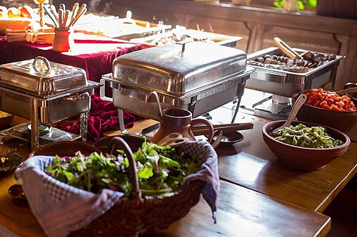 Warmes Buffet beim Burgbrunch